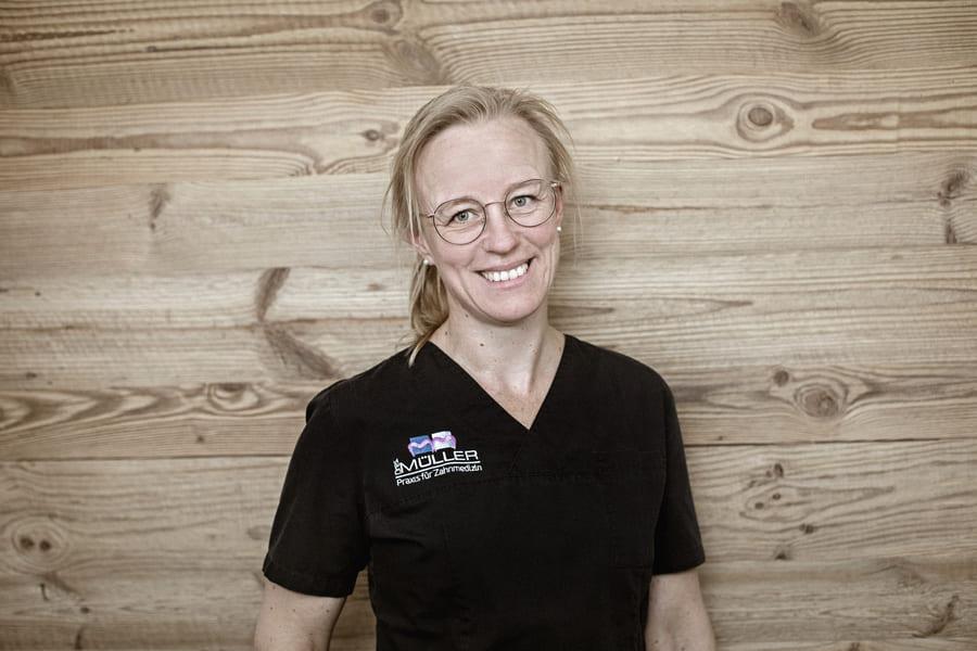 Linda Schüler Mitarbeiterin der Praxis Dres Müller Rennerod
